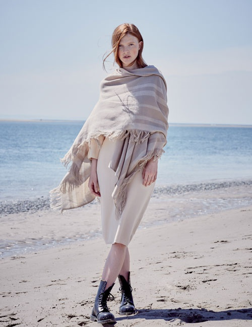 Cashmere Blend Fringed Travel Wrap – Biscuit & Cream (One Size)