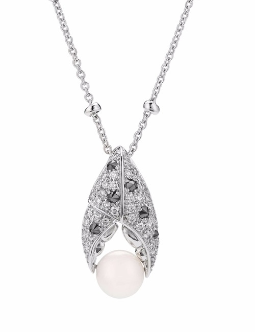 Jewels Verne - Crab Pincer Pearl 18k White Gold Pendant
